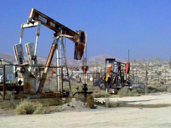 oil pumps outside bakersfield