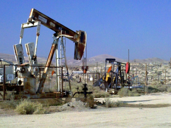 oil pumps outside bakersfield