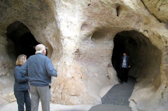 Cave entrance, Font-de-Gaume