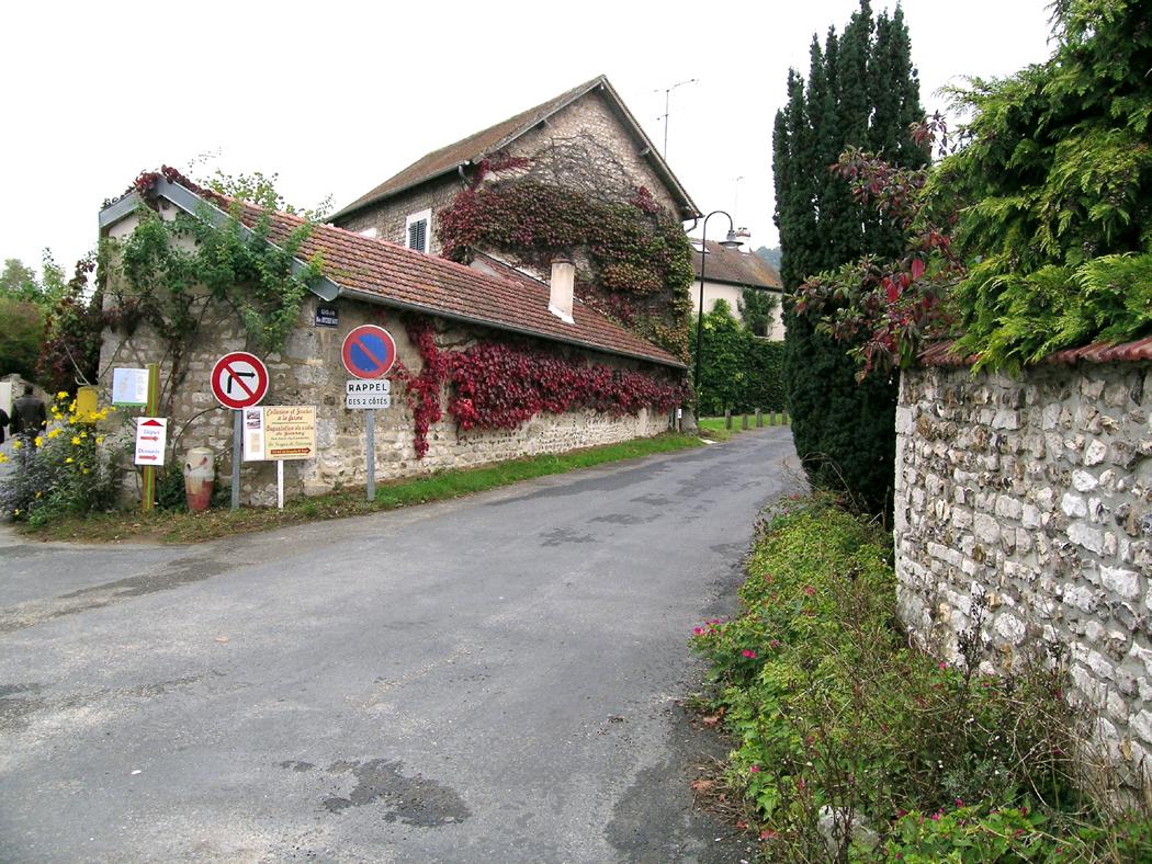 giverny village street