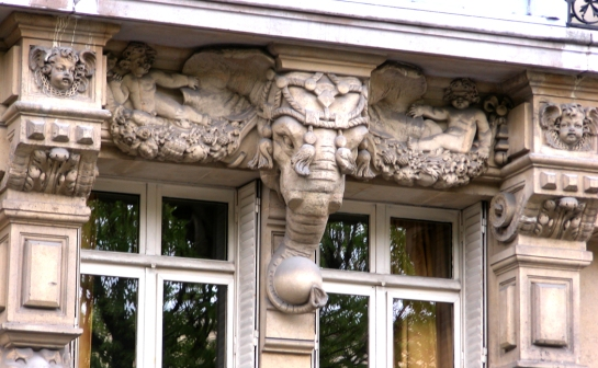 door carving elephant