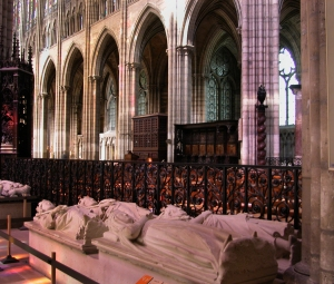 SD effigies in the nave