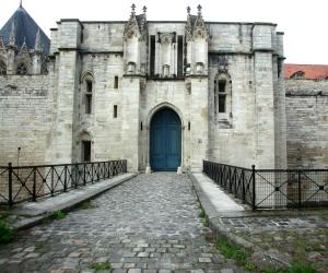 vincennes castle entrance