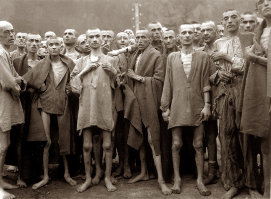 liberated prisoners at Ebensee 1945