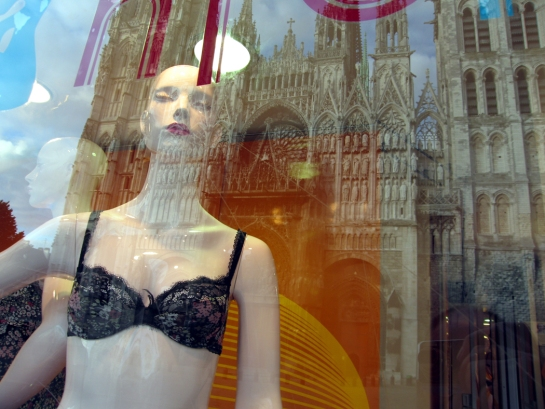 rouen-lingerie-shop-window