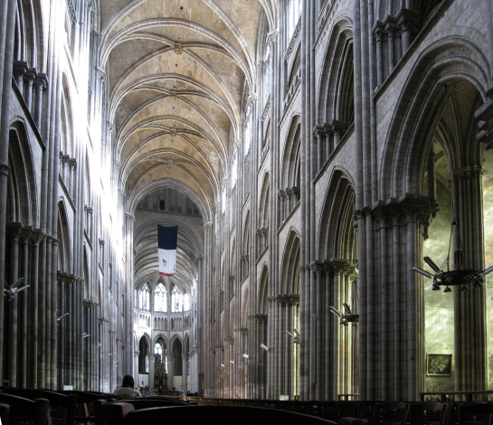 rouen-nave-toward-apse